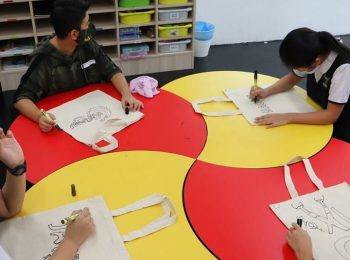 International School KL students designing their own recycle bag on orientation day